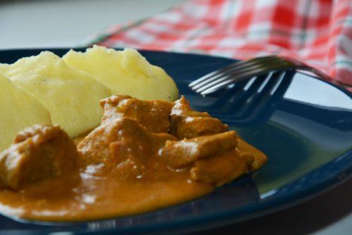 Kalbsrahmgulasch mit Kartoffelpüree