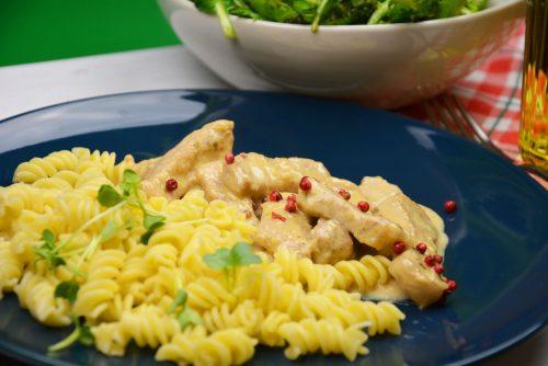 Geschnetzeltes vom Strohschwein mit Bio-Pasta