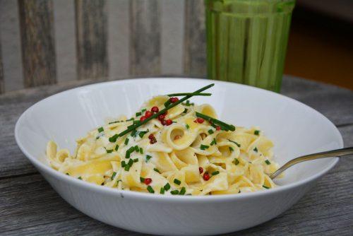 Bio-Pasta mit Ziegenkäse-Zitronen-Pesto