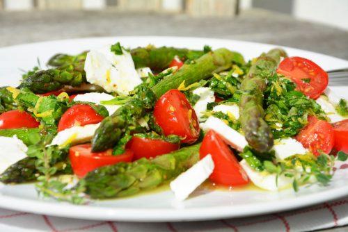 Spargelsalat mit Ziegenmozzarella