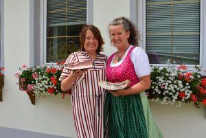 Claudia Hölbling (Gaumenfest) und Margarete Puschitz (Vorstand BV Nockfleisch) freuen sich über die Kooperation