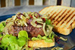 Steaksandwich mit Fenchel und Chili
