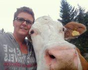 Alm-Selfie von Christine Grießer mit glücklicher Kuh