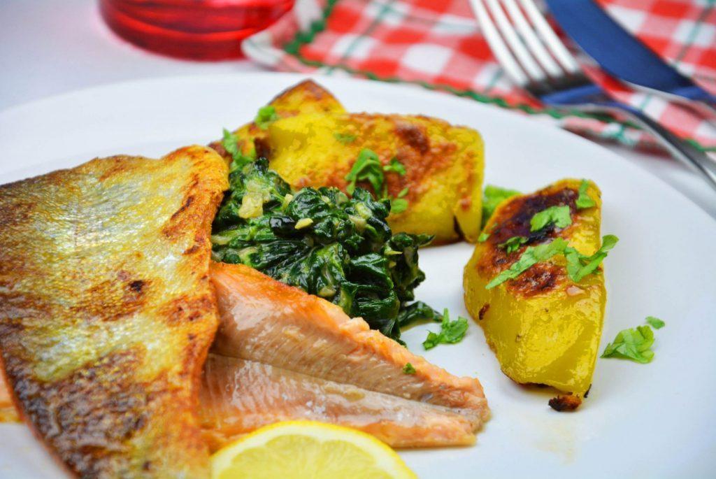 Seeforelle gebraten mit Rahmspinat und Kartoffel