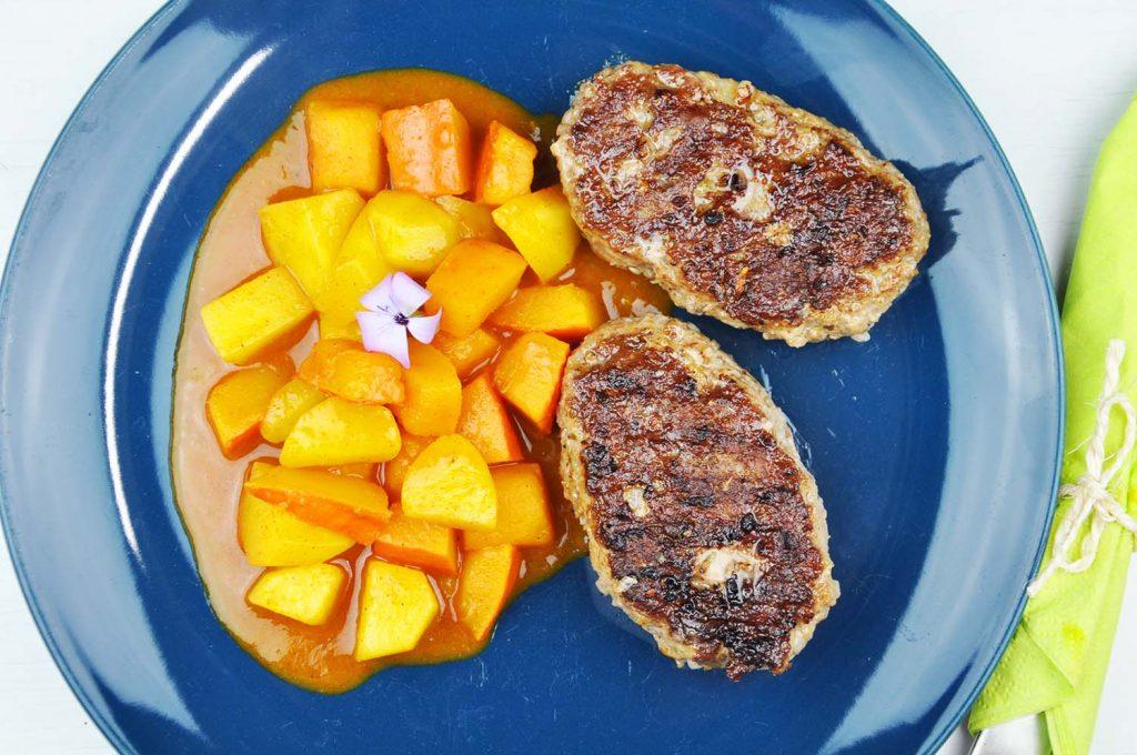 Bifteki mit Kürbis-Kartoffel-Ragout